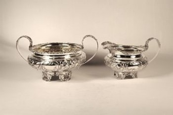 A matched silver sugar bowl and silver cream jug (George 1V)